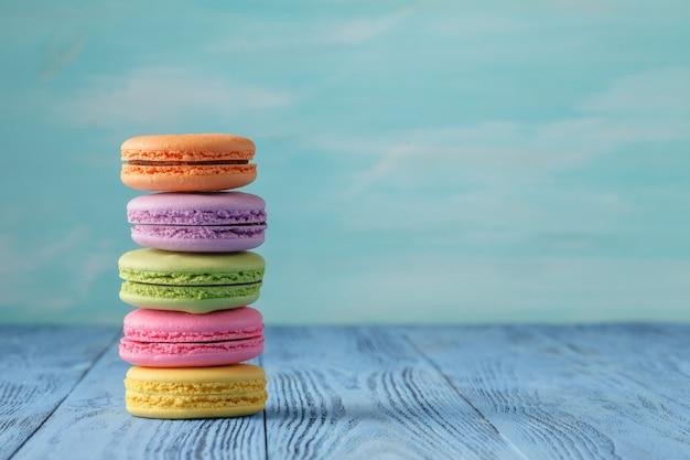 Frans heerlijk dessert macarons op tafel