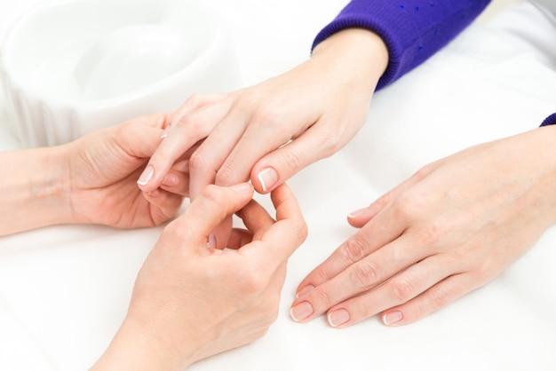 Frans manicure proces