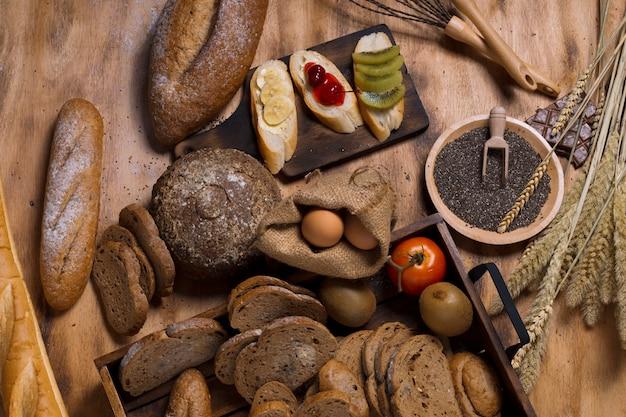 Frans stokbrood, kersensaus, banaan, kiwifruit, eieren, tarwezemelen, chocolade en meel