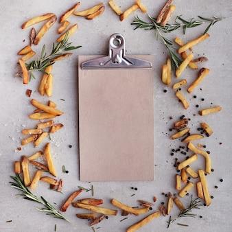 Franse frietjes met klembord