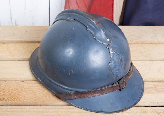 Franse helm en oude franse vlag