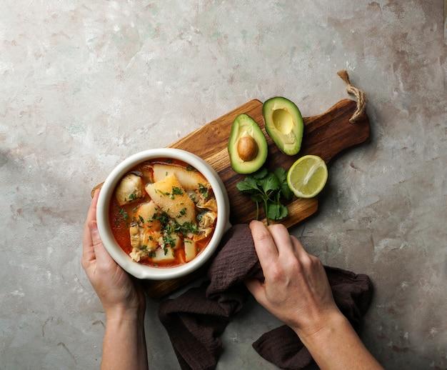 Franse soep gemaakt van in blokjes gesneden pens