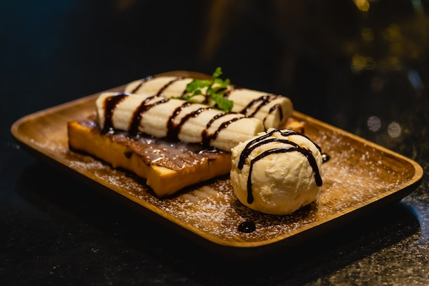 Franse toast met ijs en banaan