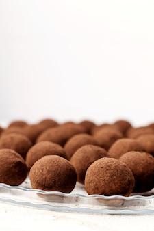 Franse truffelsnoepjes. zelfgemaakt, gezond dessert.