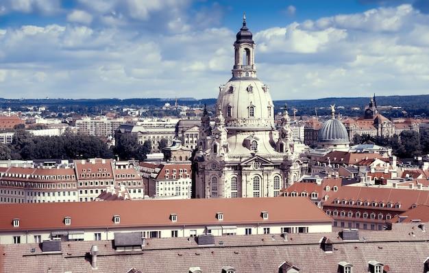 Frauenkirche en daken van het oude dresden