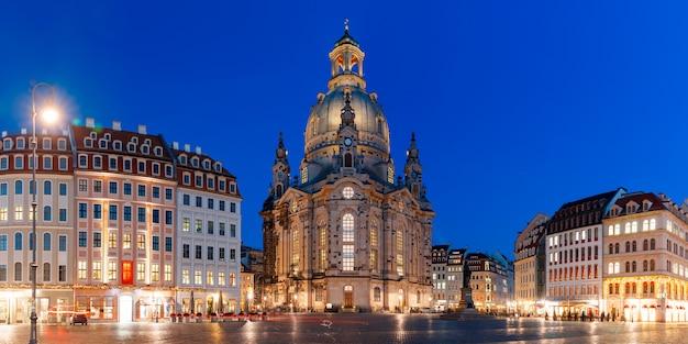 Frauenkirche 's nachts in dresden, duitsland