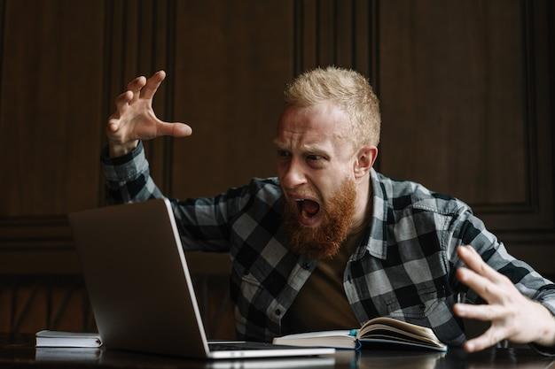 Freelancer miste deadline, hij was boos en nerveus