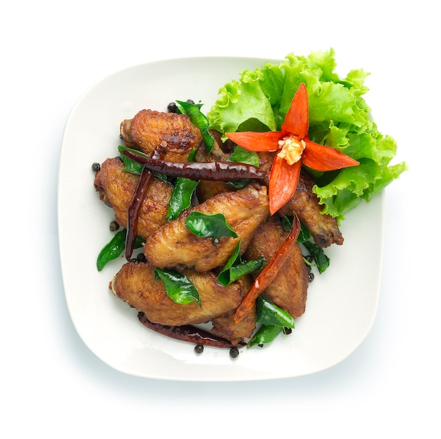 Fried chicken wing met thaise kruiden, gedroogde chili
