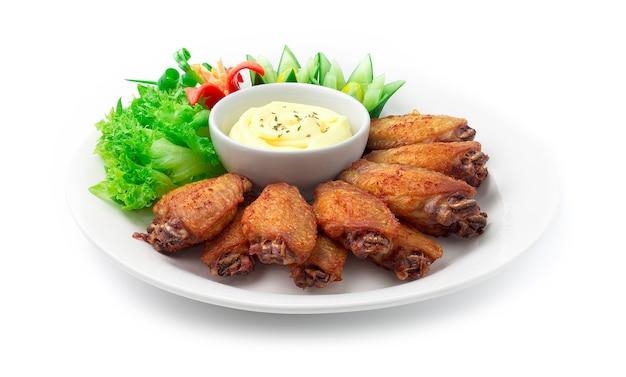 Fried chicken wing thai food-schotelstijl geserveerd cheesy mayonage