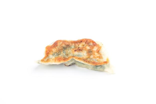 Fried dumpling geïsoleerd op wit