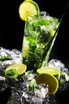 Fris drankje met groene limoen