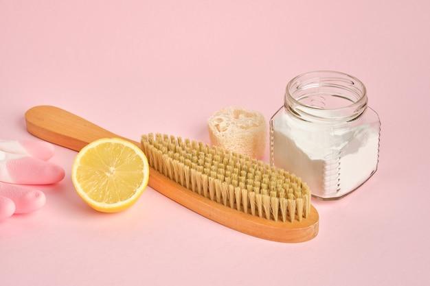 Frisdrank citroenborstel en frisdrank op roze achtergrond eco cleanong set