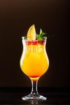 Frisse cocktail met sinaasappel