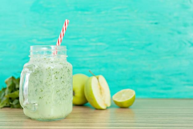 Frisse groene smoothy drankje