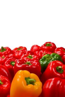 Frisse rode, groene, gele paprika