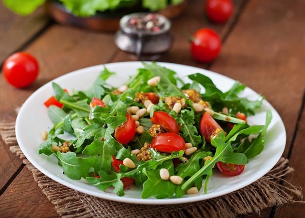 Frisse salade met kipfilet, rucola en tomaat