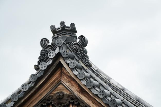 Fronton van een japans stijlhuis