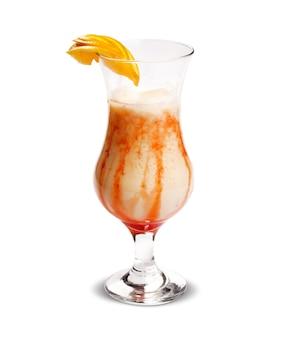 Fruit cocktail. traditionele koude drank in de zomer.