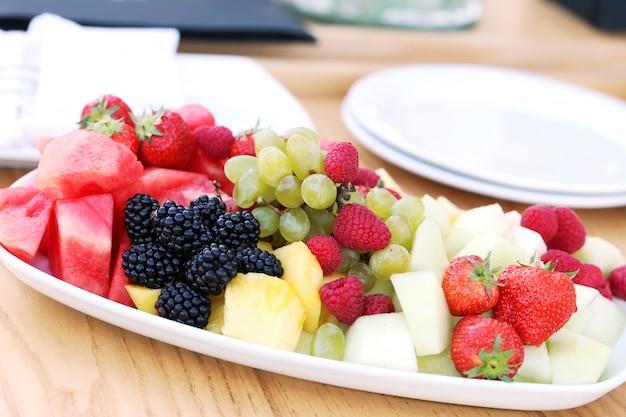Fruit op een schotel