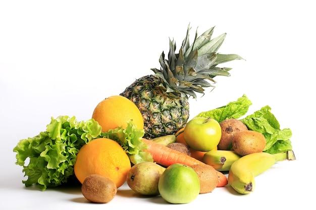 Fruit set geïsoleerd op witte achtergrond