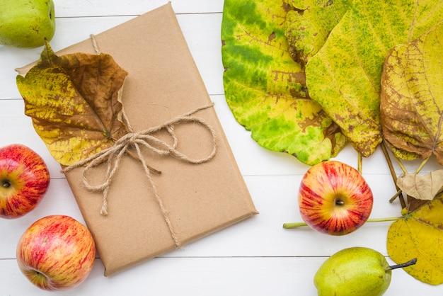 Fruit tussen de bladeren