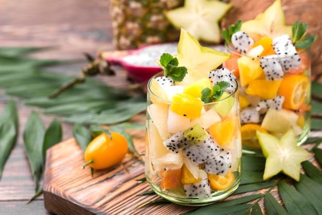 Fruitsalade in glas arrangement