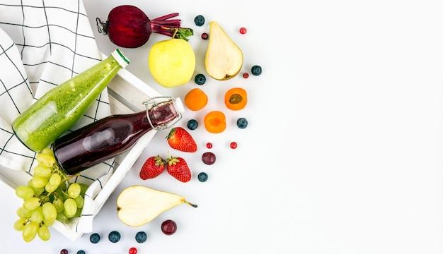 Frutis van bovenaanzicht voor smoothie-kopie-ruimte