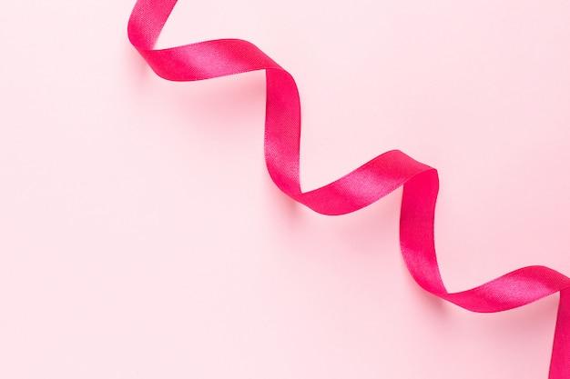 Fuchsiakleurig cadeaulint op roze