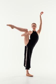Full shot flexibele vrouw pose