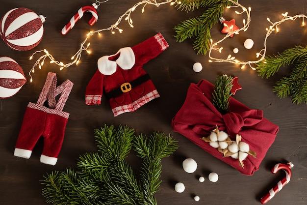 Furoshiki geschenken milieuvriendelijke alternatieve groene kerstcadeaus verpakt in kleding