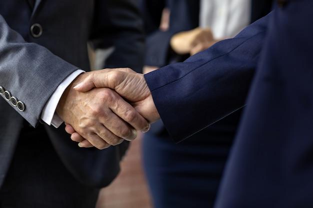 Fusies en overnames van zakelijke deals