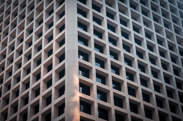 Futuristische betonnen structuur wandelement van moderne architectuur.