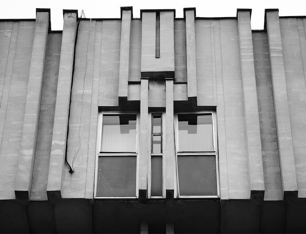 Futuristische en strikte architectuur op de achtergrond van tula