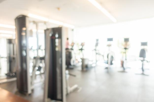 Fuzzy achtergrond van de fitnessruimte met fitnessapparaten