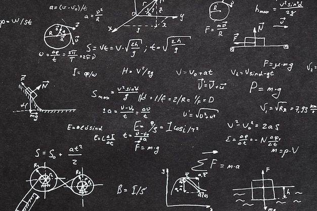 Fysica formule geschreven op schoolbord