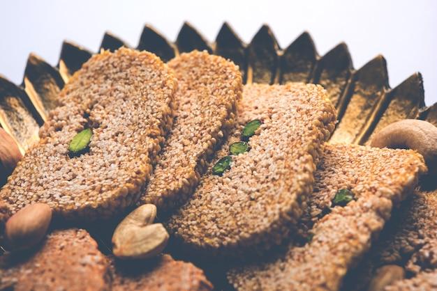 Gajak of til papdi of patti is een droge zoete cake - gemaakt van sesamzaad, gemalen noten en rietsuiker, geconsumeerd in de indiase winter, vooral tijdens het makar sankranti-festival op 14 januari