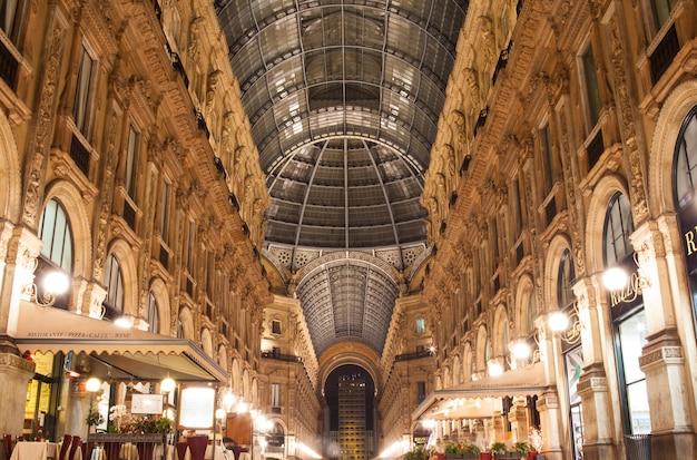 Galerij vittorio emanuele ii in milaan, italië