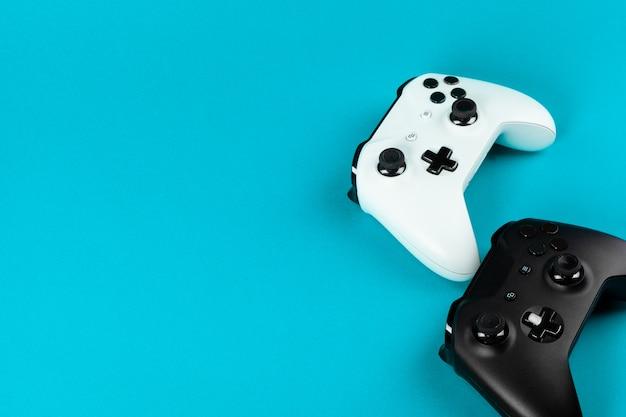 Gamen. joystick op kleur.