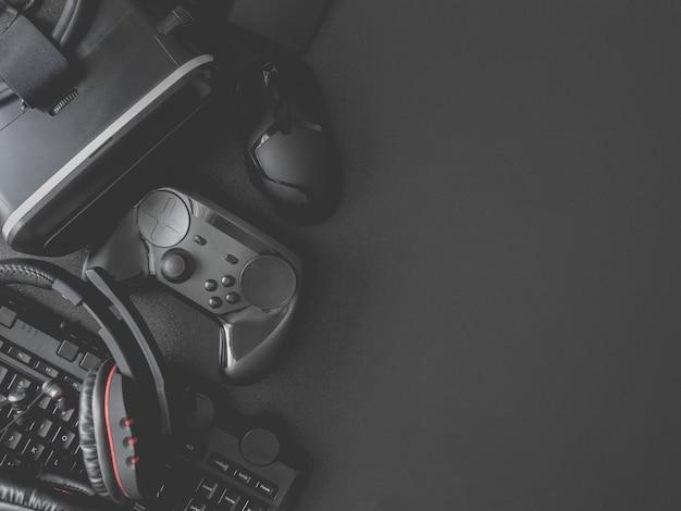 Gaminguitrusting, muis, toetsenbord, joysticks, headset, vr-headset
