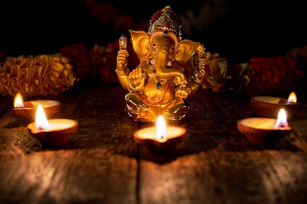 Ganesha met diwali-lichten