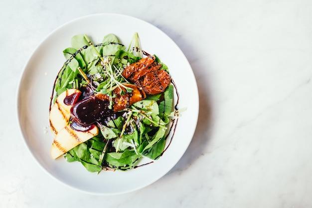 Ganzenlever met plantaardige salade