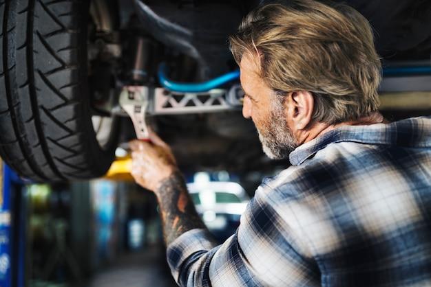 Garage automotive onderhoud onderdelen voertuig concept