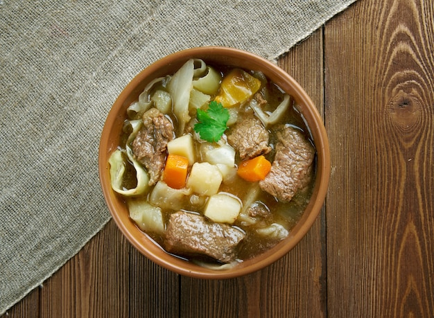 Garbure dikke franse soep