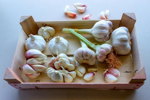 Garlics in een groentendoos