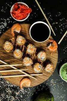 Garnaal tempura rijst vis gember wasabi sesam