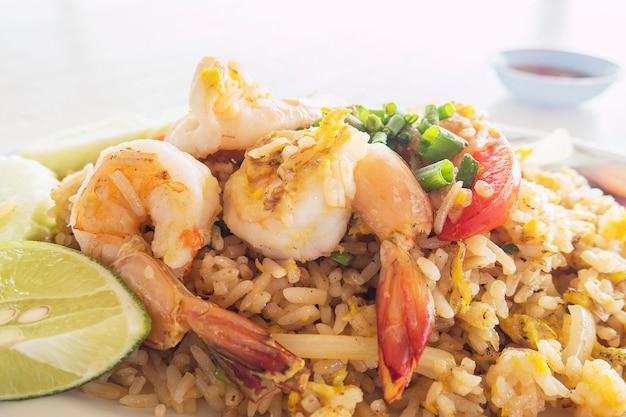 Garnalen gefrituurde rijst