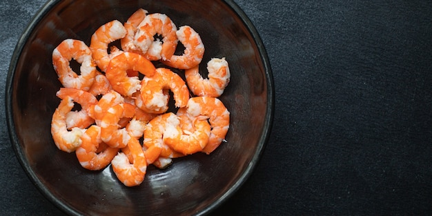 Garnalen klaar om gekookte of gebakken zeevruchten dieet pescetarian te eten