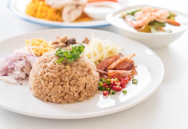 Garnalenpasta gefrituurde rijst
