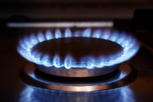 Gasbrander vlam op gasfornuis