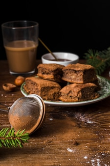 Gastronomische brownies en zeef vooraanzicht